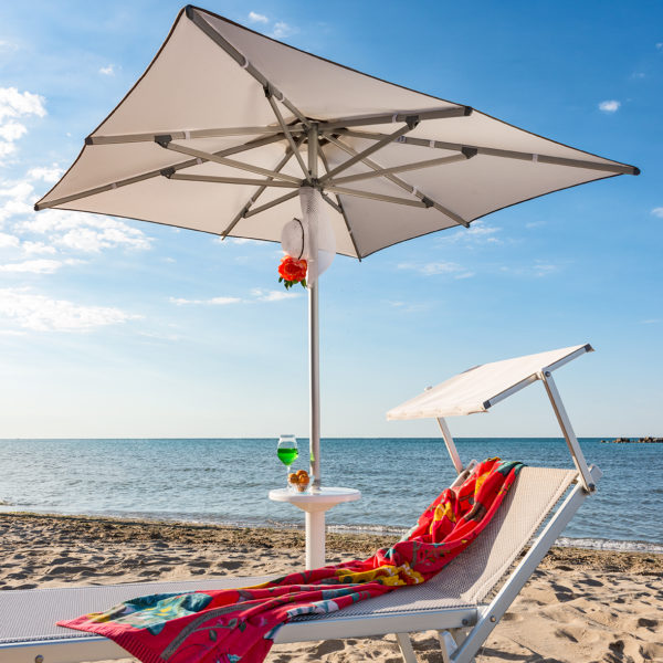 Ombrelloni Da Spiaggia Grandi.Ombrellone Da Spiaggia Picasso Quadrato Miglior Prezzo Lidi Balneari